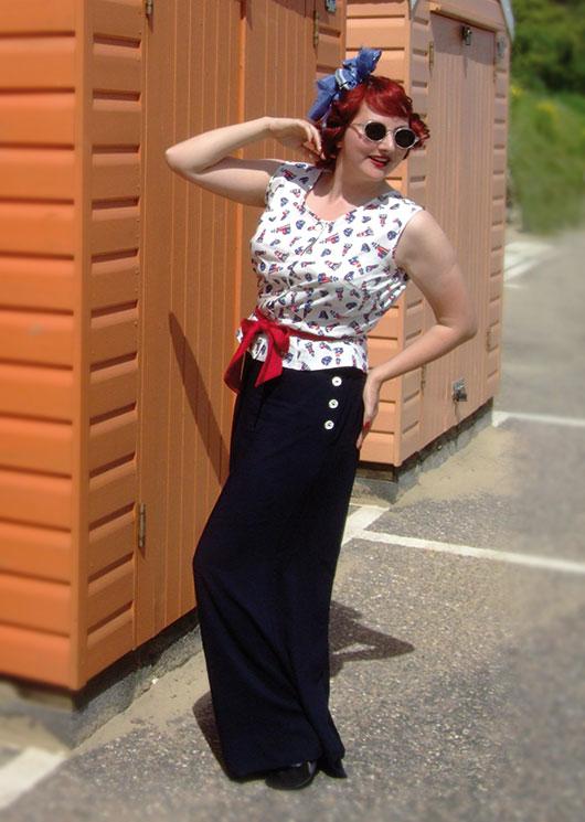 Kitten von Mew modelling Heyday's Mix and Match Beach Pyjamas